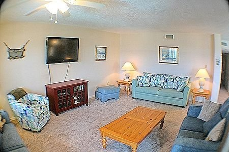 2201 Topsail Dunes - 3BR Oceanfront Condo in North Topsail Beach with Community, vacation rental in North Topsail Beach