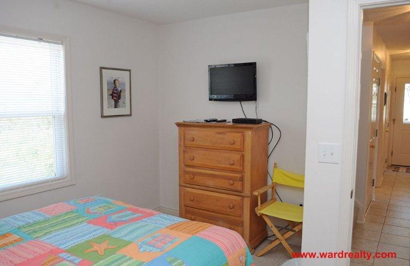 1st Floor Back Queen Bedroom II