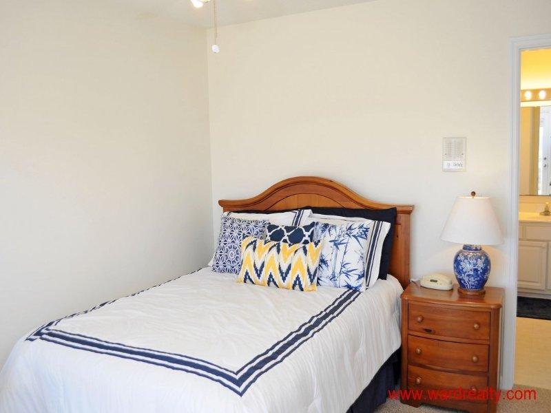1st Floor South Master Bedroom - Queen