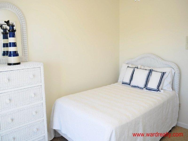 1st Floor Middle Bedroom - Double