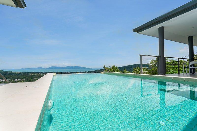 piscina privada com vista deslumbrante do mar
