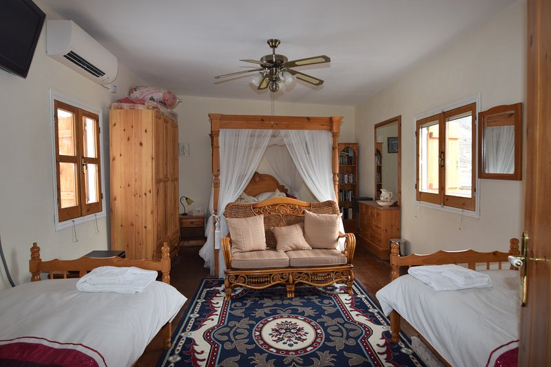 House of the Sophias, holiday rental in Amargeti