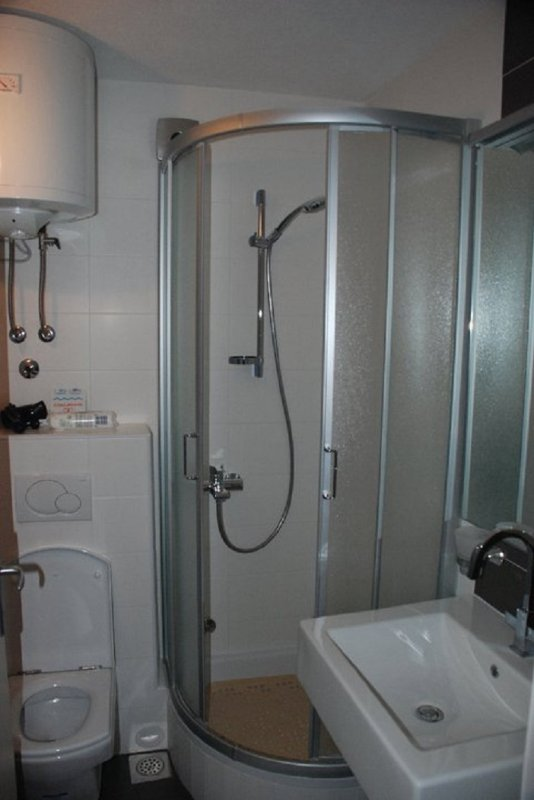 A1 Prizemlje (2+2): bathroom with toilet