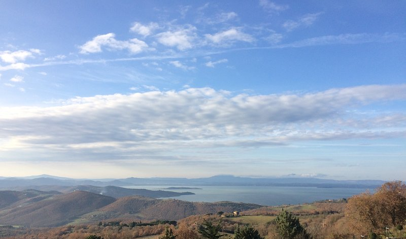 Casa 'Lydia' vista lago Trasimeno, Ferienwohnung in Castel Rigone