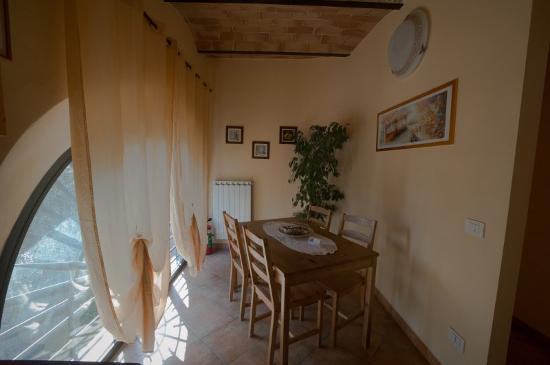 Indipendent apartment  in B&B, holiday rental in Tognazza