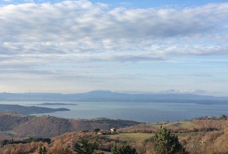 Casa 'Aurora' vista lago Trasimeno, Ferienwohnung in Castel Rigone