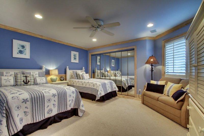 Guest Bedroom, Queen, Twin and Sleeper Sofa
