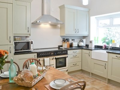 Just 4 miles from Durham City. Homely cottage with Fully equipped kitchen
