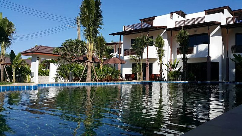 Oasis Garden Pool Villa 4 br, vacation rental in Ban Phe