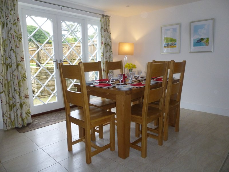 Dining area- extendable table.
