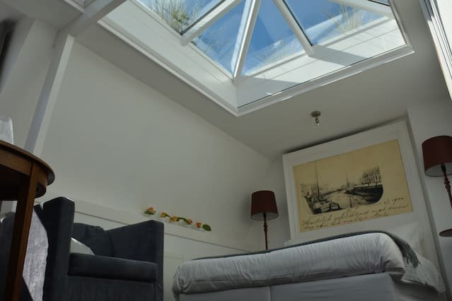 Sleep under the Stars in Glass Suite, holiday rental in Steenbergen
