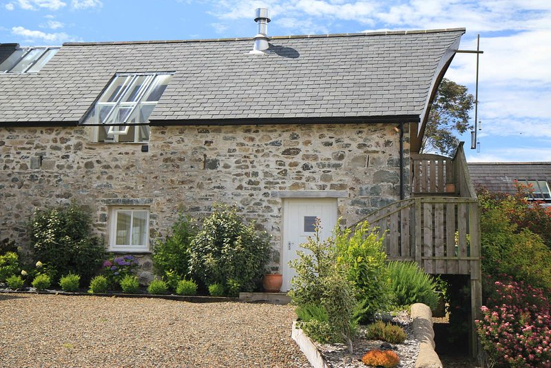 The Stable, Cilgelynen. An idyllic cottage with Swedish Sauna & Jacuzzi Bath, holiday rental in Letterston