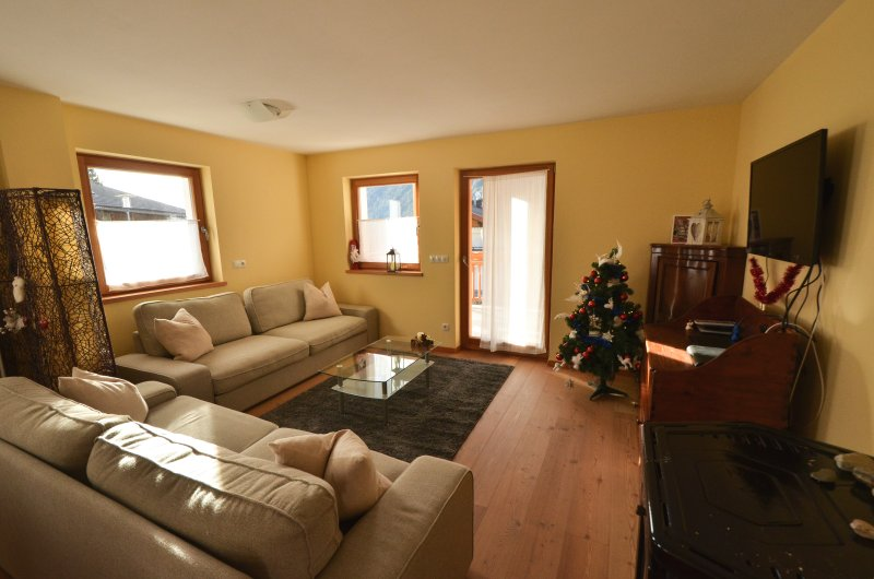 LOVELY NEW APARTMENT CLOSE TO THE SKI SLOPES, location de vacances à Maranza