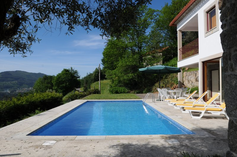 Charming holiday villa with great views and private pool., holiday rental in Ponte de Lima
