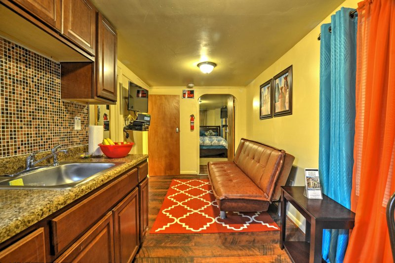 Affordable Bronx Apartment Near Zoo -Walk to Train, vacation rental in White Plains