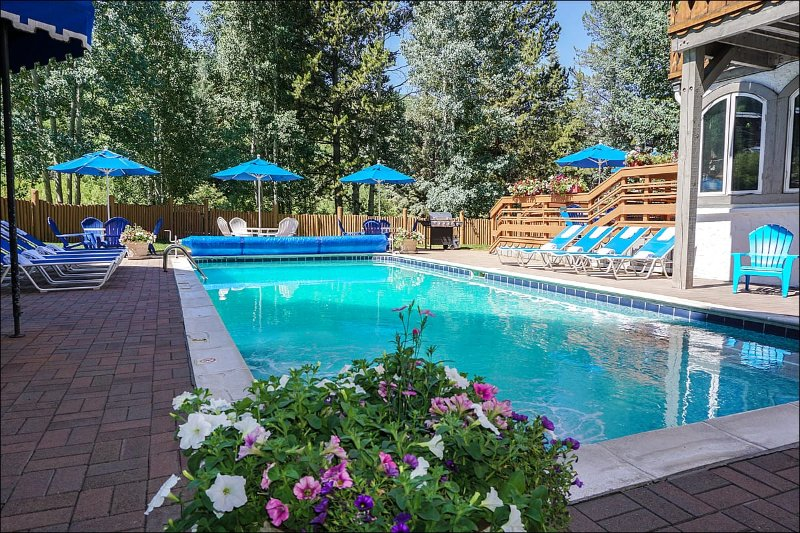 Outdoor Pool Access