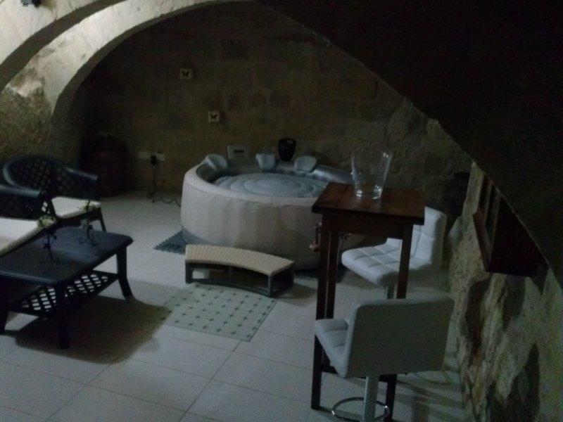 GROUND FLOOR 1 BEDROOM HOUSE OF CHARACTER IN VITTORIOSA ( BIRGU ), vacation rental in Cospicua (Bormla)