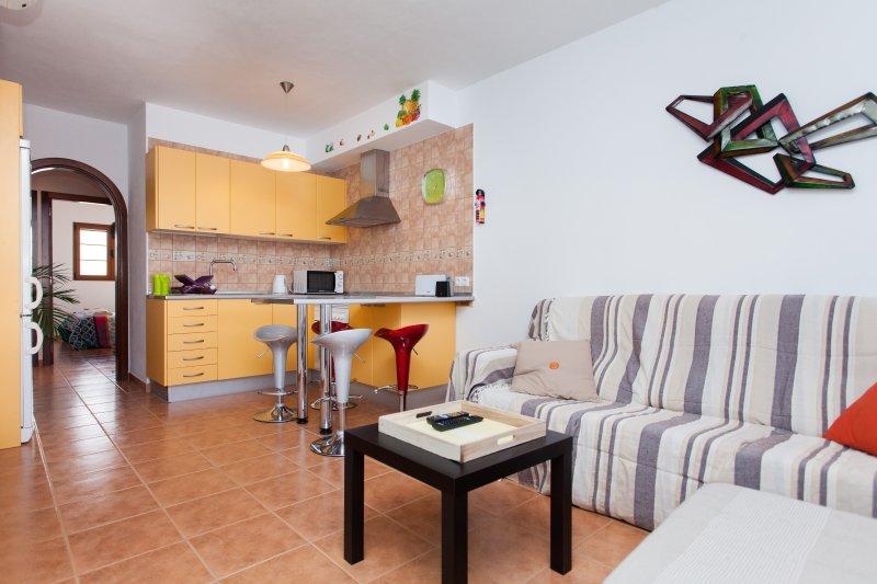 2 Bedrooms Apartment Las Gaviotas, holiday rental in El Cotillo