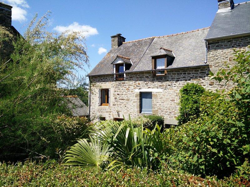 GITE au calme proche Dinan, Saint Malo, Mt St Michel, holiday rental in Saint-Pierre-de-Plesguen