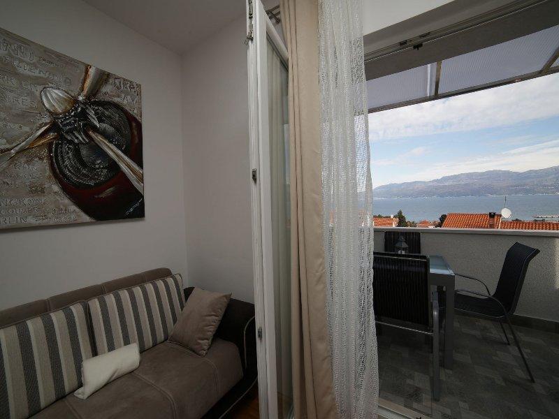 A(4+1): living room