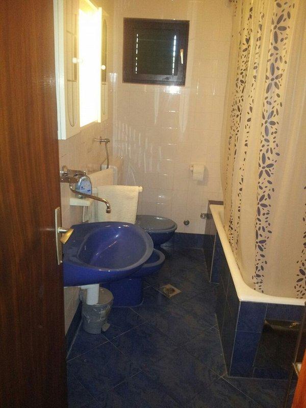 H (5 + 3): salle de bain avec toilette