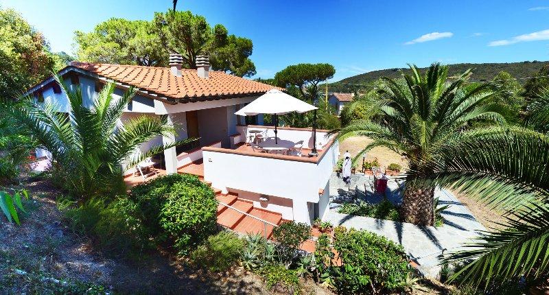appartamento in villa vicino al mare, holiday rental in Biodola