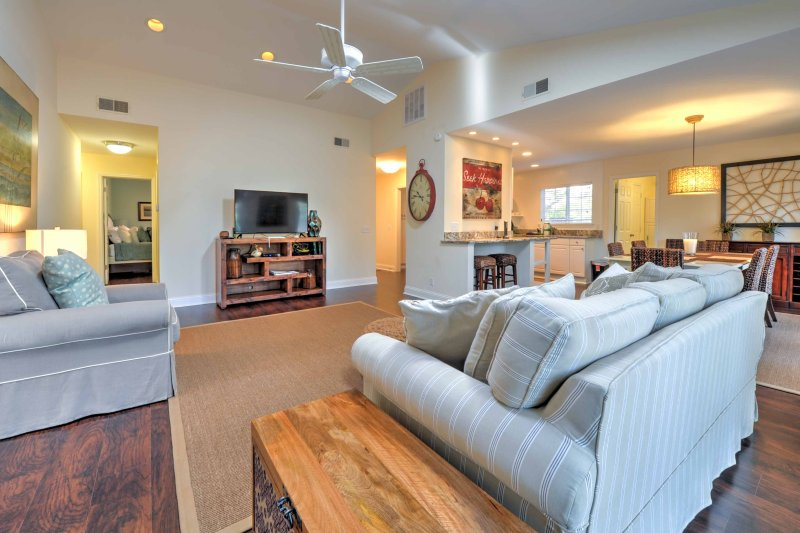 Modern / Pet-Friendly Home w/Patio, 3 Mi to Beach!, vacation rental in Hilton Head