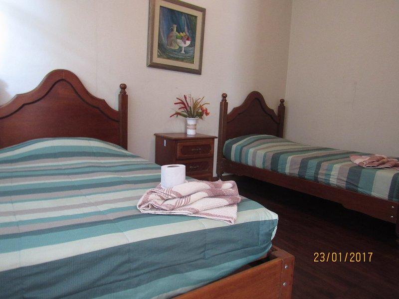 SAMARANA LUGAR DE DESCANSO , HOSTEL SITUADO A POCOS METROS DE LA LAGUNA., holiday rental in Ica Region