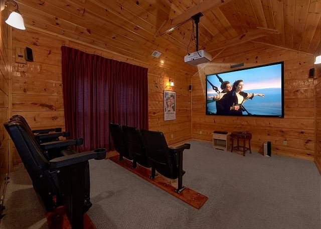 5 Bedroom Luxury Cabin With Home Theater Room Pool Table