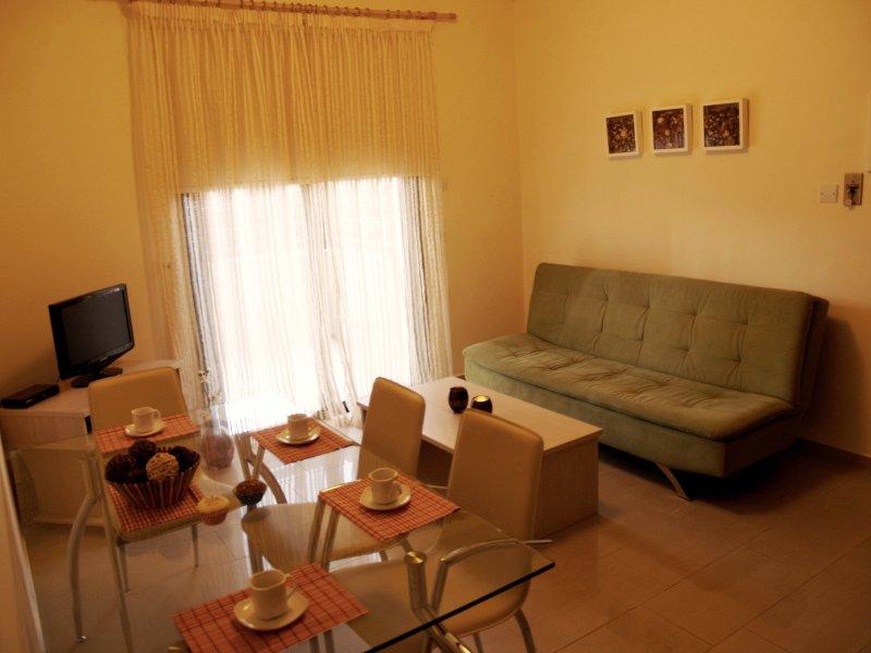 Comedor y sala de estar del apartamento