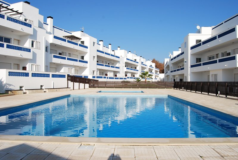 Apartamento T2 com piscina e garagem, casa vacanza a Santa Luzia