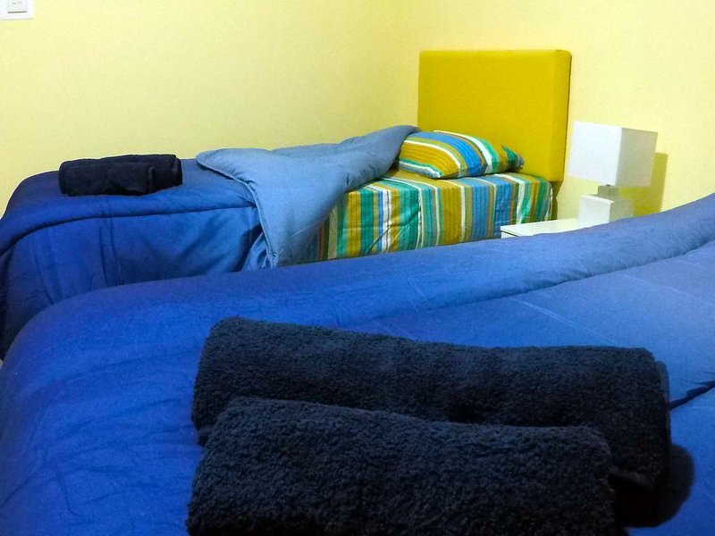 Twin Bedroom with Sea View, holiday rental in Pembroke