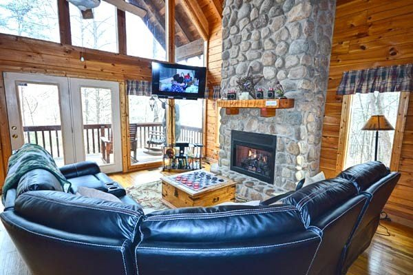 Large Living Room w/TV