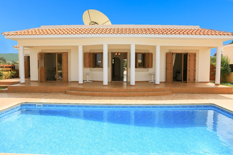 Beautiful Seafront Villa with Private Pool, Terrace, Garden and Sea Views