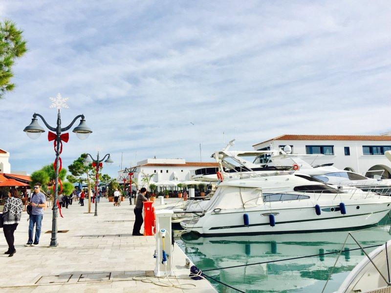 Desfrute de uma tarde em Limassol Marina