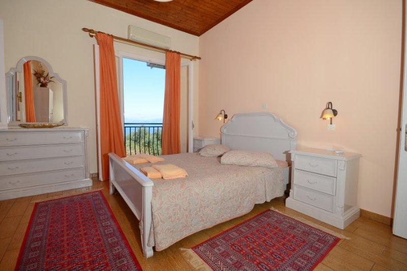 Double bedroom with A/C, en suite bathroom and balcony access