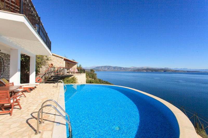 Beautiful villa with Private Pool and sea views