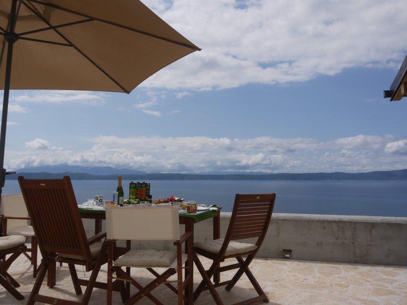 Haus Vista Mare, Dalmatien, Makarska Riviera mit Panoramablick zum Meer, holiday rental in Podgora