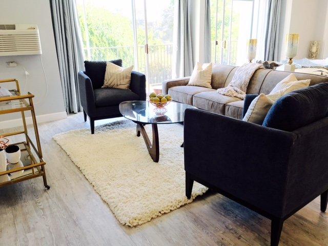 Beau mobilier comprend canapé-lit queen
