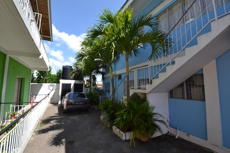 Room 601 with personal rear patio, Ferienwohnung in Trinidad