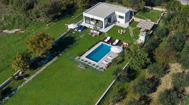 Luxury villa Split Garden with private HEATED swimming pool, vacation rental in Split