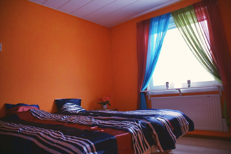 Orange room - private double beds, alquiler vacacional en Jukkasjarvi