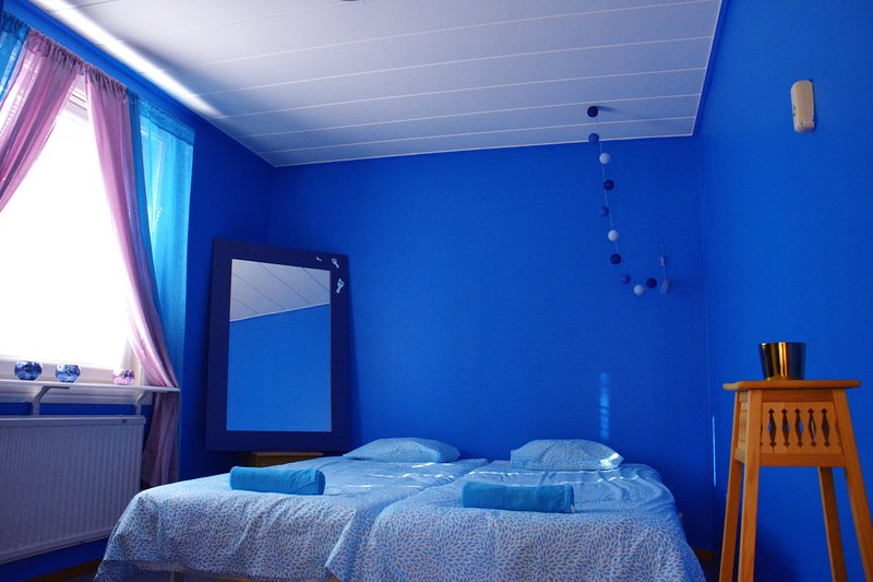 Blue room - private double beds, alquiler vacacional en Jukkasjarvi