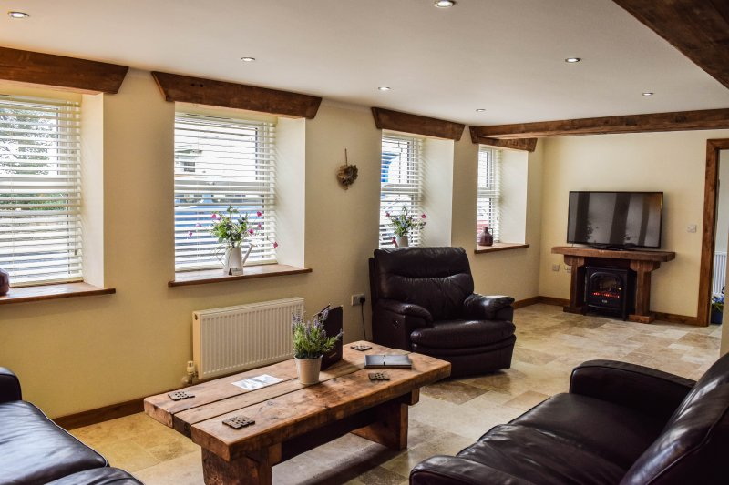 ALBION COTTAGE HOLIDAY RENTAL (REF 136A), holiday rental in Scarborough