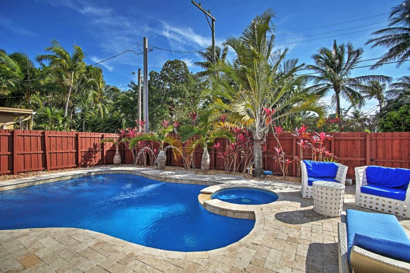 Hollywood House w/ Private Heated Pool & Hot Tub!, holiday rental in Hallandale Beach