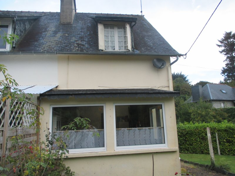 Comfortable, Character Cottage, recently renovated, central for all amenities, vacation rental in Plounevez-Moedec