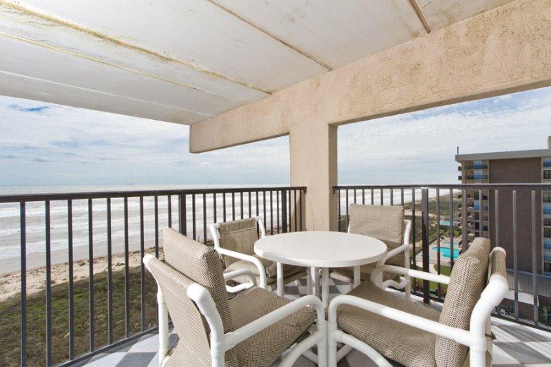 Balcony area with 2 views