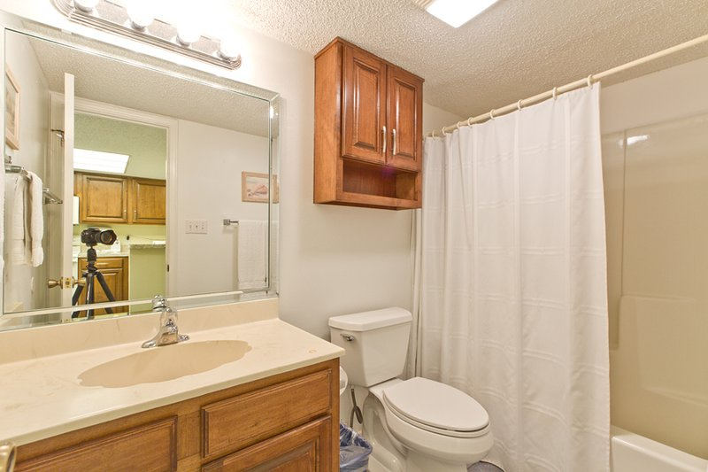 Salle de bain avec baignoire / douche