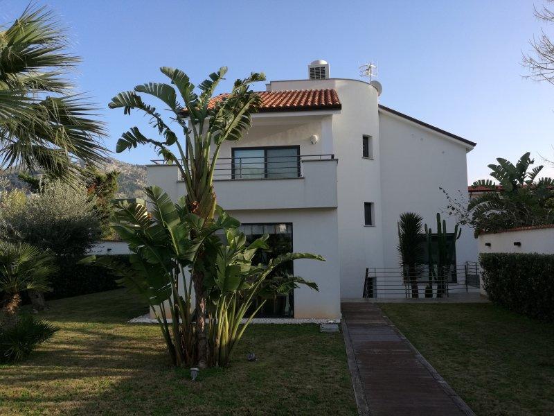 Esclusiva villa a Mondello, holiday rental in Mondello