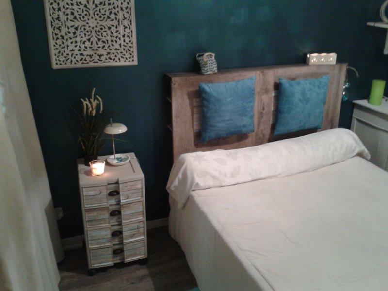 maison chaleureuse et tranquille dans la banlieue d' Avignon, en Provence, holiday rental in Villeneuve-les-Avignon
